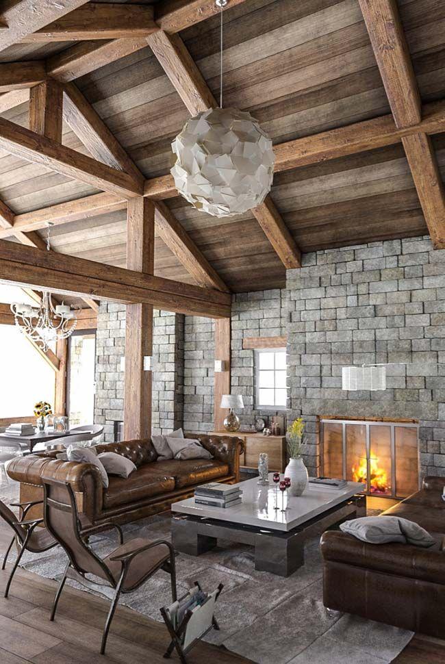Forro de madeira e paredes com pedras na sala r stica for Modelos de hogares a lena rusticos