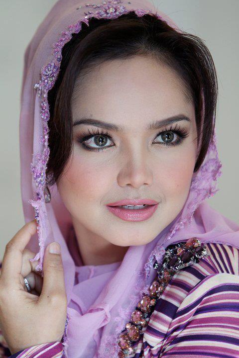 Malaysian singer Siti Nurhaliza