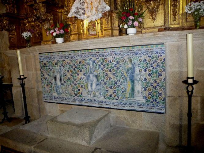 Panel de azulejería atribuído a Jan Floris, (Juan Flores) precursor de la escuela italo flamenca en la cerámica de Talavera de la Reina. Se encuentra en la iglesia de Santa Marina.