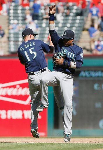 Kyle seager, Robinson Cano, SEA//April 6, 2016 at TEX