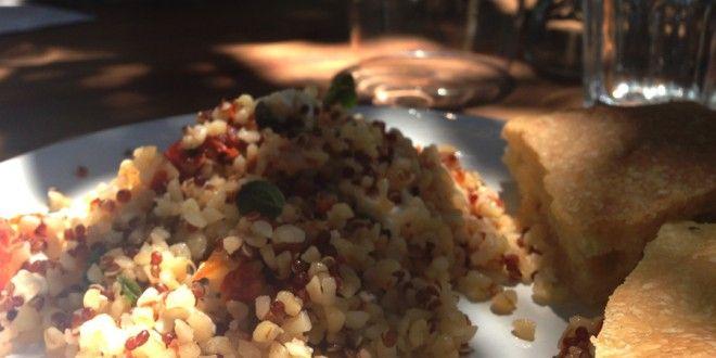 Insalata profumata di bulgur, feta e pomodori secchi