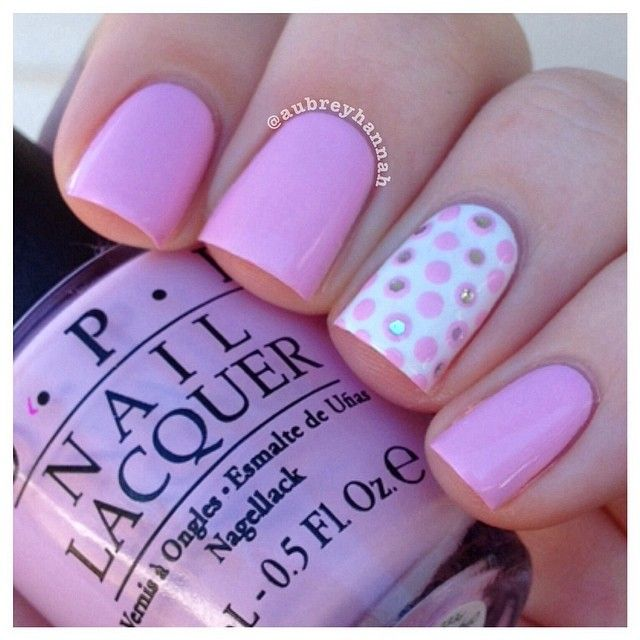 en rosa y gris