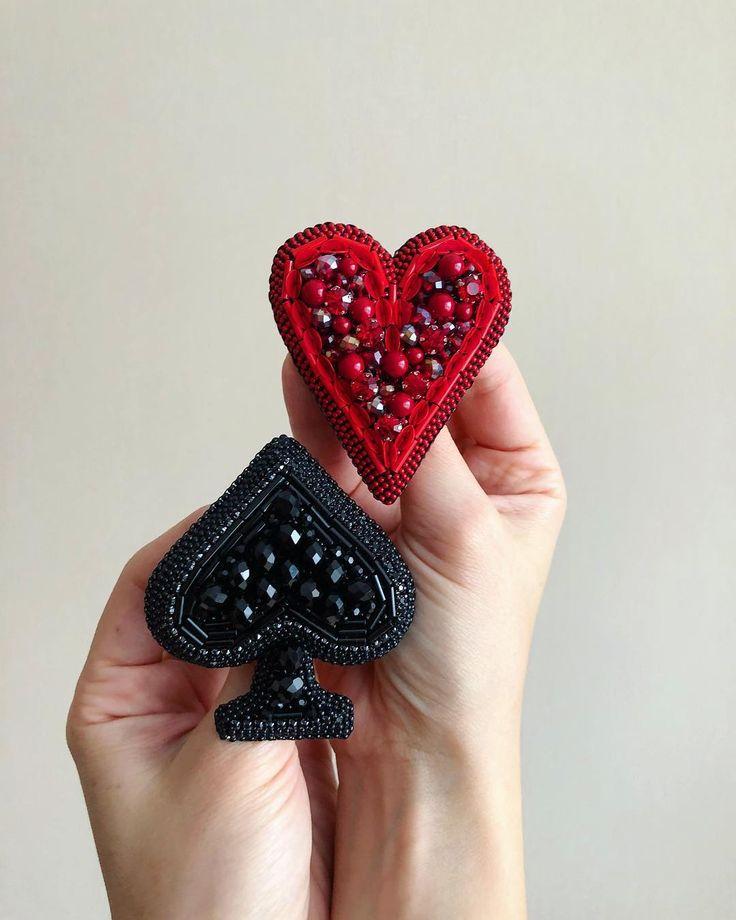 Новый сет ♥️♠️ на смену излюбленному звездному трио Вторая пара карт на подходе ♦️♣️ #queenofhearts #queenofspades #mollysgameinspired В наличии