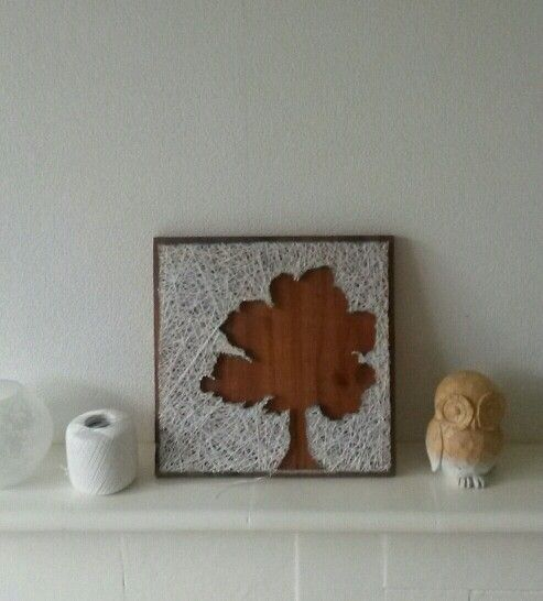Schilderij van hout spijkers en een prachtige boom
