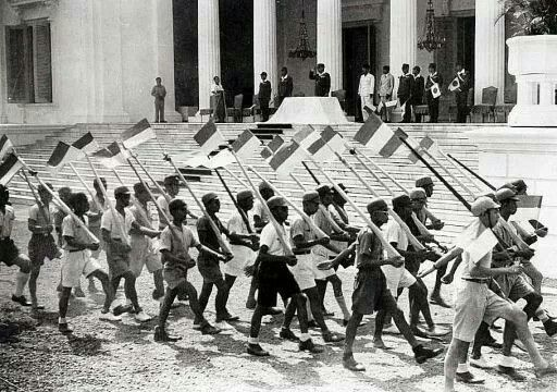 Veel Indonesische jongeren kregen hun militaire training in de Japanse periode, 1942-1945