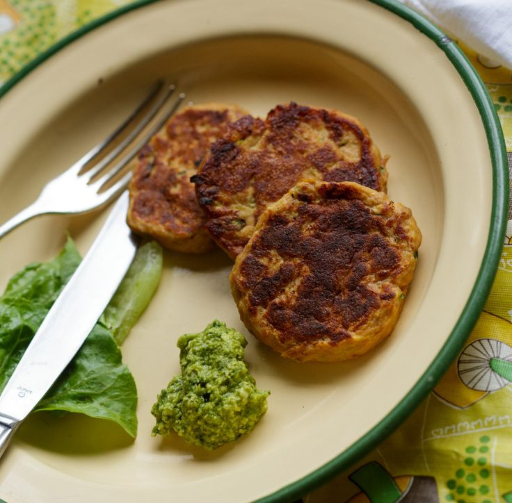 Tuna & Vegetable Fritters Savoury October 22, 2014 Share 5 Full-screen Ingredients 2 medium potatoes (peeled and diced) 1/2 a medium sweet potato (peeled and diced) 1 zuchinni (grated and squeezed to remove excess liquid) 1 tbs butter 1x 425g can of Safcol Tuna (drained) 2 eggs 2 tbs almond meal (or flour of choice) …