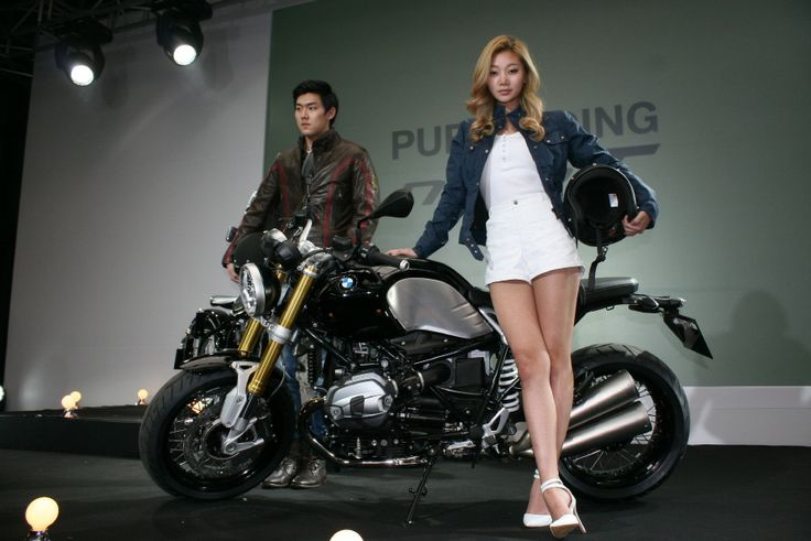 BMW R nine T lunching Show belstaff women birkinsbend