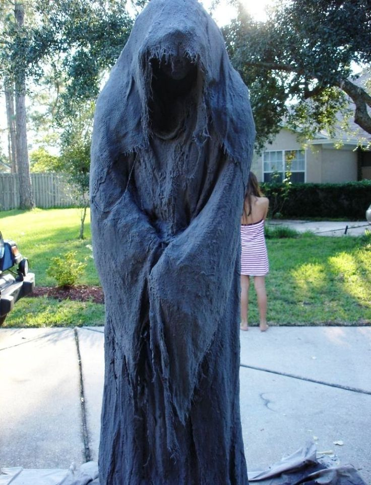 Terrifying Halloween Costumes Decorations