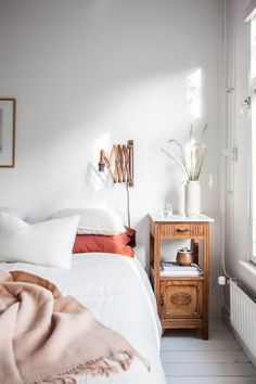 white and woodsy bedroom