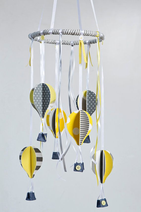 Baby mobile- hot air balloons in yellow, gray and white by Nuppi #nursery #kidsdecor# babymobile