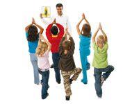 Yogakaarten Introduceer yoga in de klas. Schitterend gefotografeerde yogaposities. Drie niveaus voor voldoende uitdaging in de klas. Set bestaat uit 16 kaarten van 22 cm × 28 cm en een handleiding.