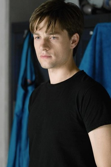 the beautiful, underrated gregory smith // Loved him since Everwood, but even he can't make me watch Rookie Blue. :/