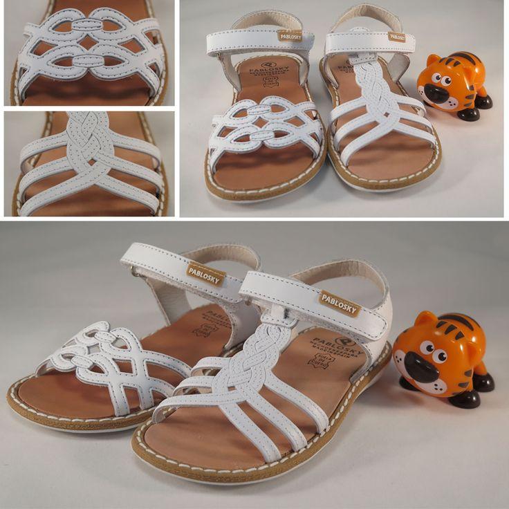 Sandalias de piel para #niña de la marca #Pablosky, con plantilla de cuero y cierre de velcro. Moda en #calzadoinfantil