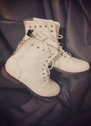 Kup mój przedmiot na #vintedpl http://www.vinted.pl/damskie-obuwie/botki/16449342-workery-botki-cwieki-drzety-kremowe-lekkie-nowe-37-24cm-hit-wiazane-traperki