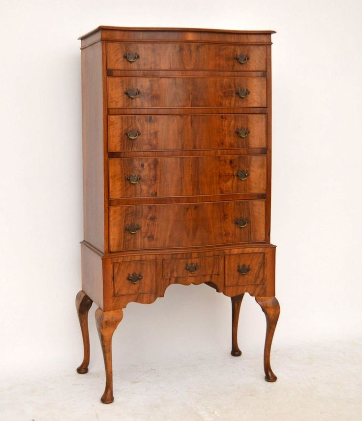 This antique figured walnut chest on legs is top quality & has a beautiful shape. It's in good original condition & structurally sound. See how the grain of walnut runs consistently down all the drawer fronts. This chest has a polished top, a serpentine shaped front, graduated drawers with original brass handles, a well shaped base section & Queen Anne legs. I would date this piece to around the 1920s period.