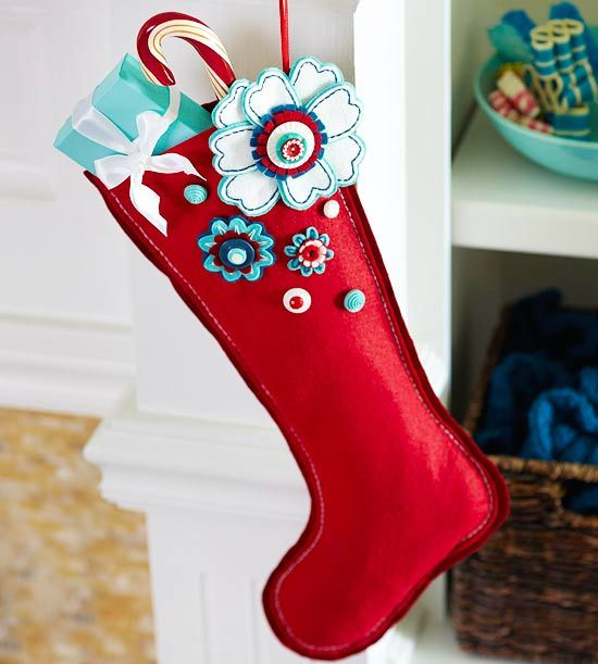 Cute homemade stockings: Felt Stockings, Christmas Colors, Felt Christmas, Christmas Holidays, Flowers Felt, Stockings Ideas, White Christmas, Christmas Stockings, Felt Flowers