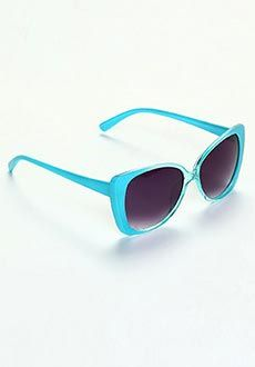 Yepme Blue and Smoke Sunglasses Style – Oversized Frame Color – Blue Lens Color – Purple Lens Type - Gradient Polycarbonate Protection - 100% UV Protection Looks Best with – Casual or Semi-Formal attire https://play.google.com/store/apps/details?id=com.womensdeals.womensdeals