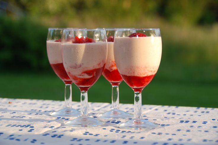 Sådan laver du den bedste jordbær mousse uden husblas. Jordbærmoussen er en fantastisk sommerdessert, som er utrolig nem at lave.…