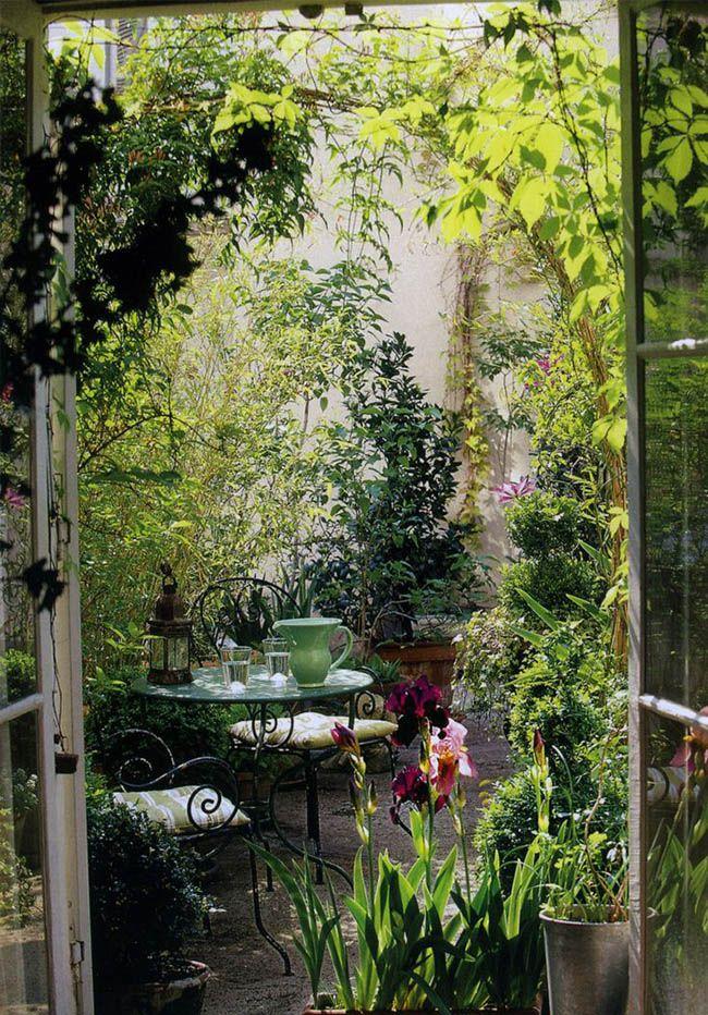Envie d'une terrasse verdoyante ? Découvrez notre sélection d'inspiration pour aménager votre #terrasse  http://www.novoceram.fr/blog/tendances-deco/idees-amenagement-terrasse
