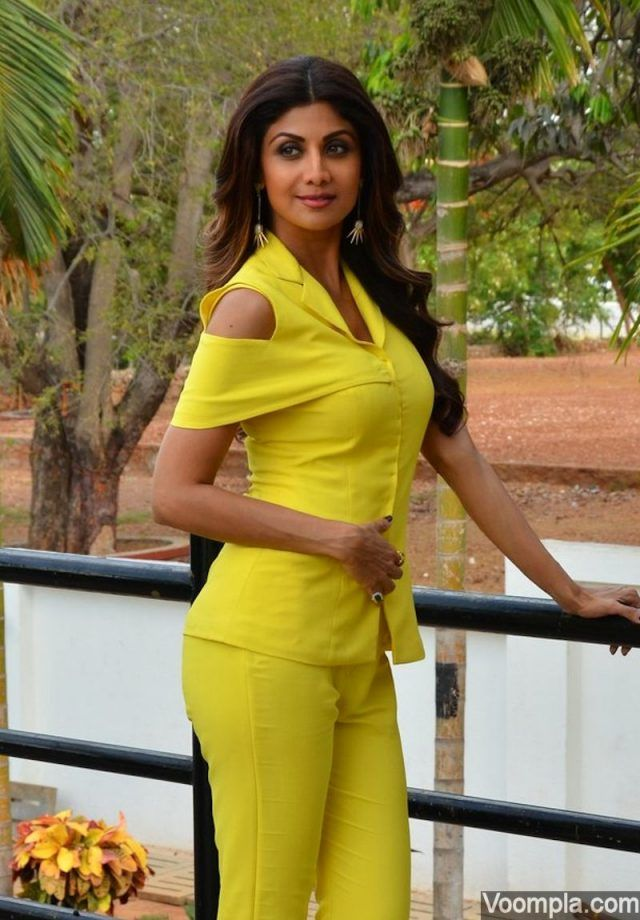Shilpa Shetty latest photos from sets of India's Super Dancer
