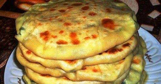 Балкарские хычины с сыром и картофелем. Хычины — национальное и очень почетное блюдо карачаево-балкарской и ногайской кухни в виде очень тонкого пирога, скорее даже лепешки, с начинкой. При этом особенности приготовления хычинов у каждого народа свои. Балкарские раскатываются очень тонко и выпекаются на сухой сковороде, а карачаевские, наоборот, раскатываются потолще и жарятся в масле