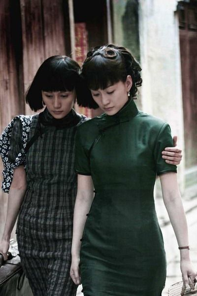 Chinese qipao dress - I love the look of the Shanghai qipao in the 1920s-1940s. They're so elegant :)