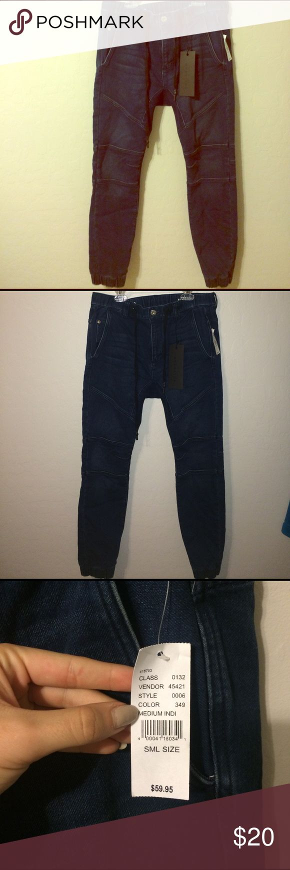 Men's Bullhead skinny jeans - small Men's bullhead skinny jean! Has a cuffed bottom similar to sweatpants, cool design on the legs. Never worn still has tags! Dark wash Bullhead Jeans Skinny