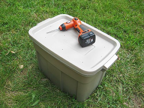 Building a compost bin and general composting tips from Young House Love