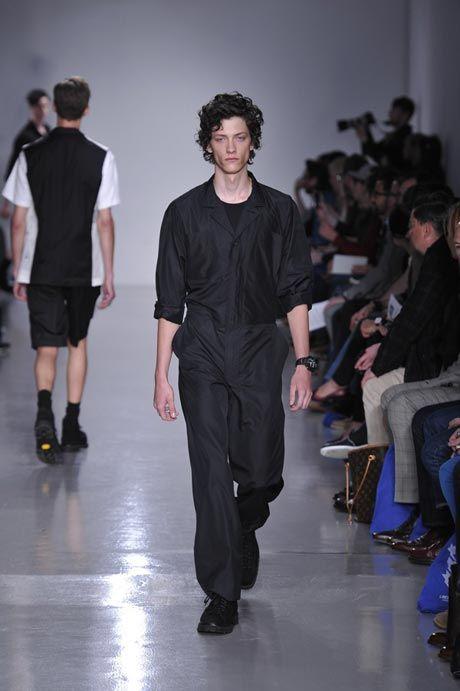 A boilersuit/jumpsuits nu ook voor mannen at Lou Dalton, also at Rick Owens, Hermes and Julien David.