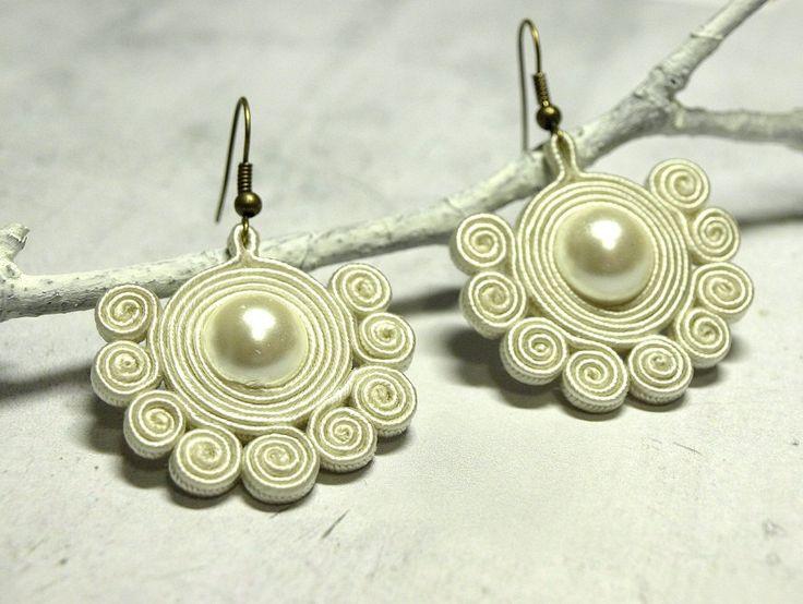 Snowflakes creamy soutache dangle earrings - elegant earrings - unique jewelry…