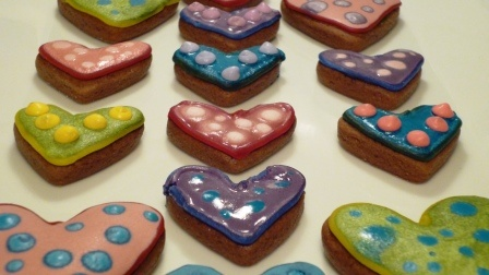Gingerbread Hearts - had fun decorating these delicious hearts. Why don't you and the kids try it one afternoon.