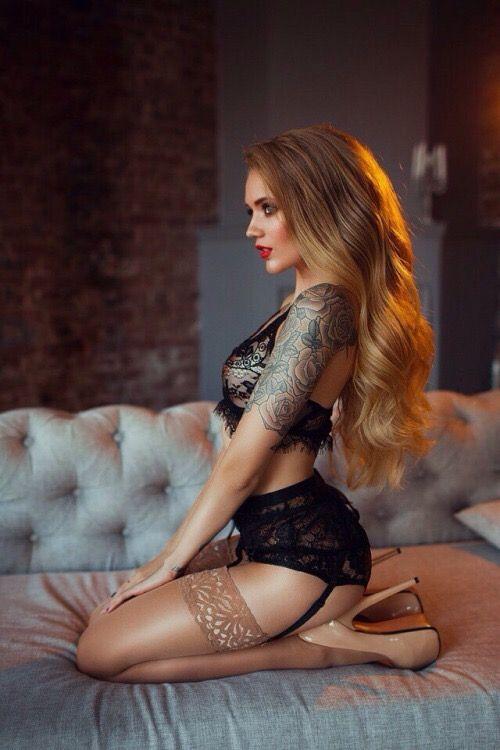 Heiße russische Schlampe Angel Rivas bringt ein anderer Mann in Ihr Schlafzimmer