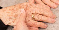 Een eenvoudige truc om af te komen van bruine vlekken op je huid, ook wel bekend als ouderdomsvlekken!