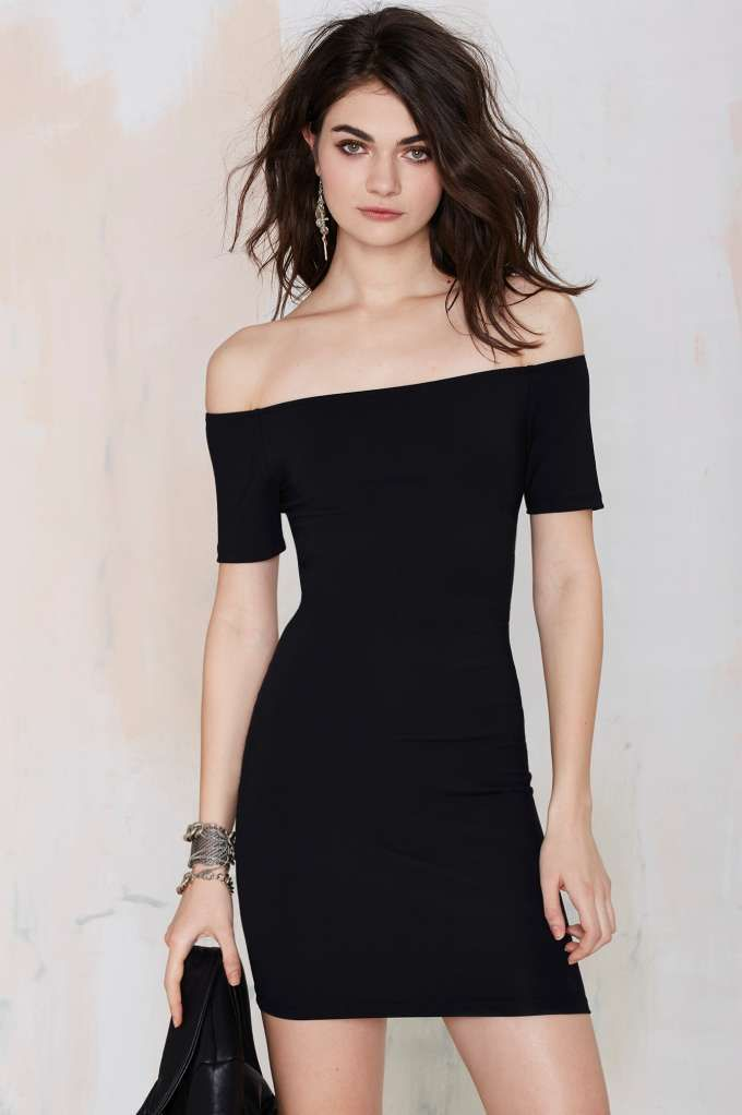 Show off those shoulders in this black bodycon dress featuring an off-the-shoulder neckline, short sleeves, and stretch fabric.