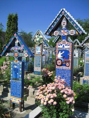 """世界一""""陽気な墓""""(Cimitirul Vesal) 北部ルーマニア・マラムレシュ地方"""