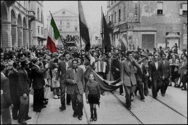 25 Aprile, festa della Liberazione. Oggi in Italia è una festa nazionale che celebra la liberazione dell'Italia dai nazifascisti. Buona giornata! #LearnItalianWithRainyLondon