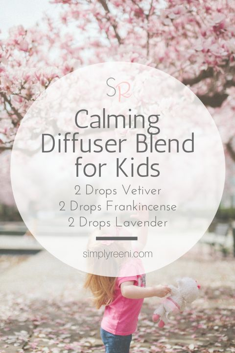 Top Essential Oil Calming Diffuser Blend for Kids! Great to use before bed, nap time, in the playroom, classroom, or on a long car drive! These essential oils are my favorite to use to help calm my son✨