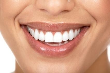 Sæt en sund mund før smukke læber - Artikler - ANISTON.DK - Onlinemagasin for kvinder
