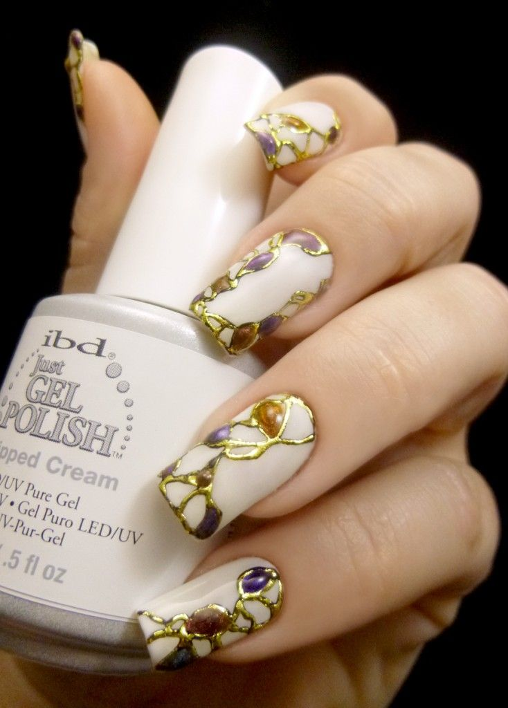 This is soooo gorgeous Weekly Mani: Abstract gold foiled design | Ten Little Canvases