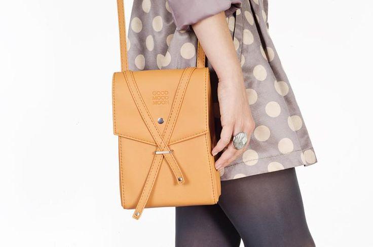 Оранжевая сумочка через плечо. Ручная работа.  http://crafta.ua/ #craftaua #handmade #bag #leather #сумка #ручнаяработа #кожанаясумка #женскаякожанаясумка