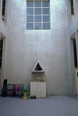 Ampliamento della scuola Edmondo De Amicis Luogo: Via Emilia, Broni, Italia; Anno di costruzione: 1970 Fotografia: Dario Galimberti;