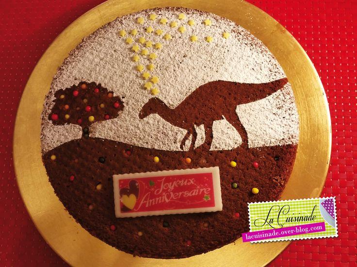 Encore une idée de gâteau d'anniversaire pour nos Loulous ! Cette fois-ci, notre petite star du jour est un fan des Dinosaures... vous vous en doutiez ;-) Ce gâteau est ultra simple et l'avantage, c'est que vous pouvez adapter le thème à volonté en créant...