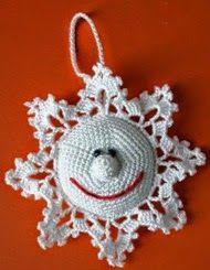 Adorno navideño para el árbol de navidad: estrella con cara sonriente, con explicación y patrón