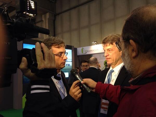 Sandalow con @ingdimario di @EfficiencyKNow rilascia una dichiarazione ai giornali prima del Summit #VES13