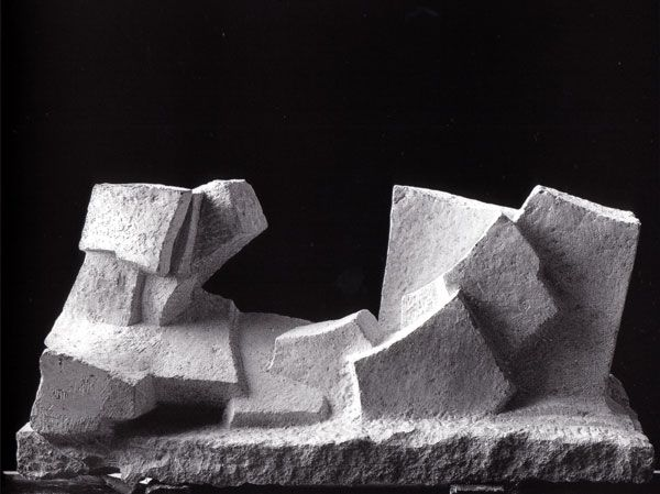 Fritz Wotruba |    Grosse liegende Figur  WV255 1962/1963 Karstmarmor L 161 cm, H 77 cm, T 53 cm Wilhelm Lehmbruck Museum der Stadt Duisburg, Duisburg