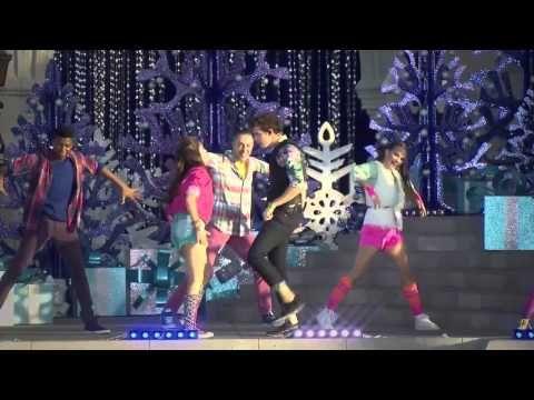 "Soy Luna - Karol sevilla y Ruggero Pasquarelli cantan ""Alas"" en Magic Kingdom - YouTube"