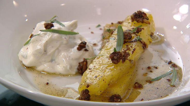 Sauteret ananas med græsk yoghurt og croutoner | Mad