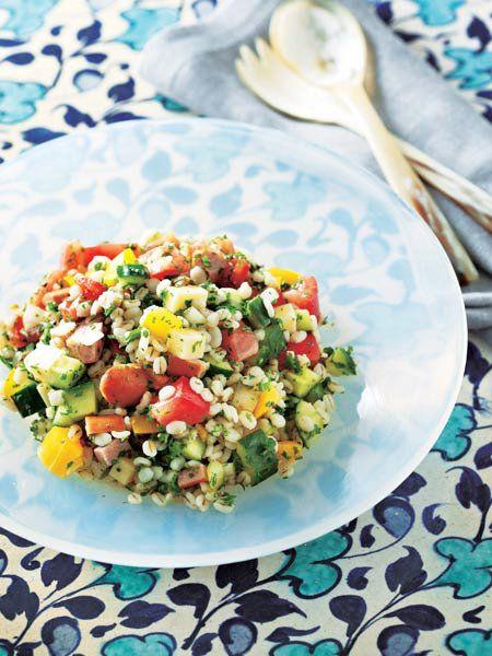 ゆでた押し麦にサイコロ野菜が華やか。スタイリッシュな中近東風サラダ|『ELLE a table』はおしゃれで簡単なレシピが満載!