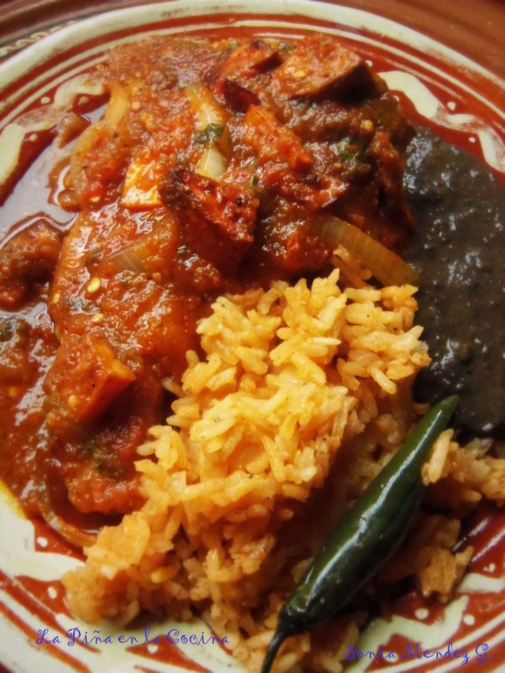 Chuletas de Puerco en Salsa, Arroz y Frijol Negro (Pork Chops Braised in a Fresh Tomato Salsa)
