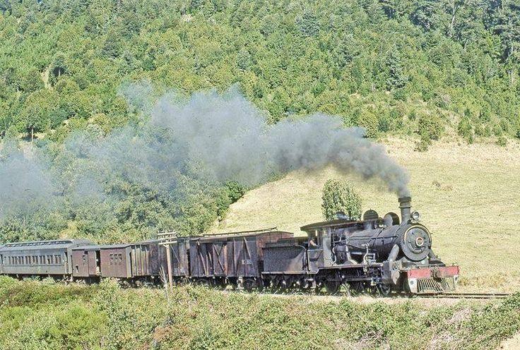 Chile, Villarrica. Tren llegando a la ciudad de Villarrica, año 1972.